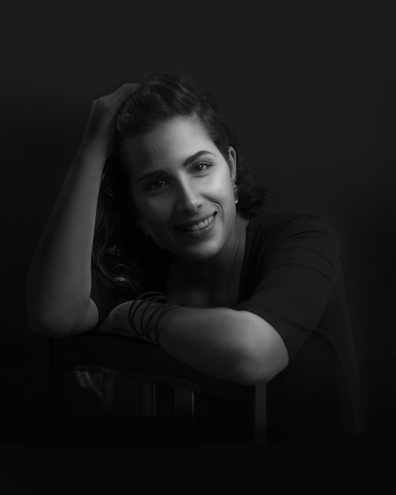 Giselle Vitali, ilustradora editorial, ilustradora científica, autora de libros conceptuales de poesía, artista apasionada por la anatomía y el concepto.